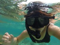 Snorkelling selfie while in Fiji for a destination wedding