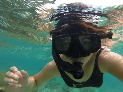 Snorkeling selfie while in Fiji for a destination wedding
