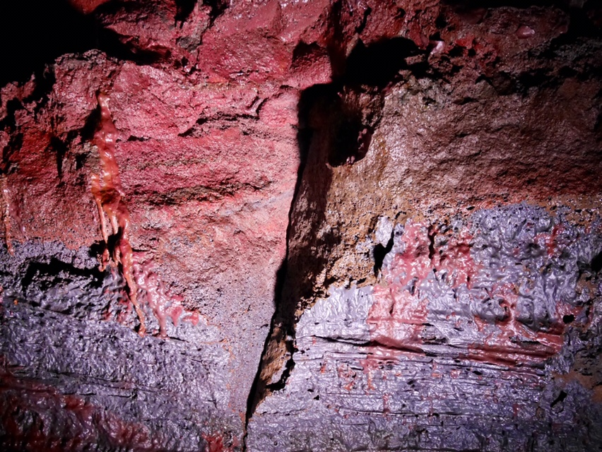 Lava tunnel Raufarhólshellir